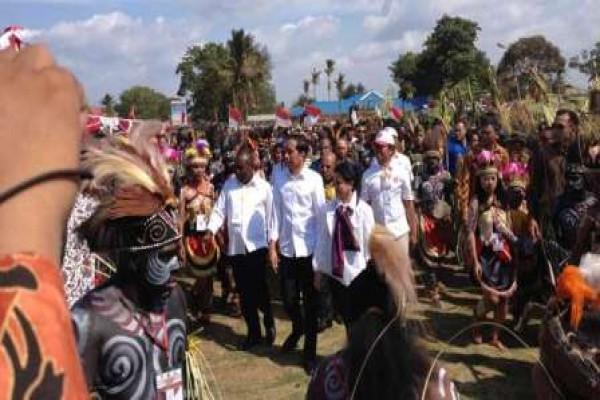 20160424toni-jokowi-papua